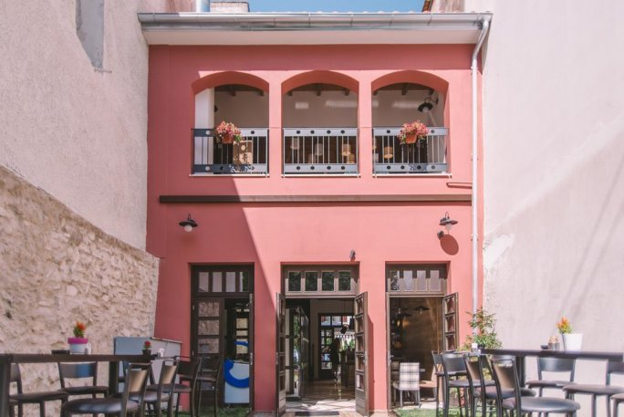 Z Hotel & Cafe Bistro