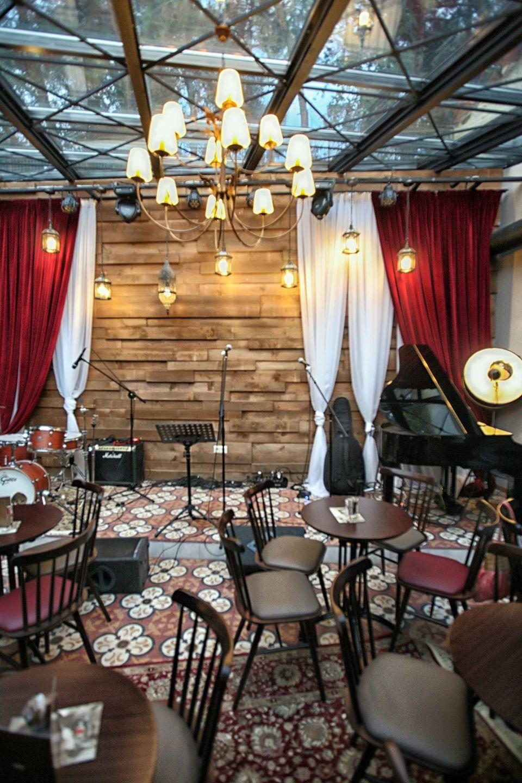 Αβατο bar-live stage